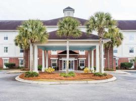 Comfort Inn & Suites Patriots Point, hotel in Charleston