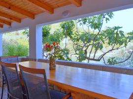 Getaway Beach House, hotel in Vela Luka