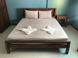 JT Guesthouse, hotel in Kamala Beach
