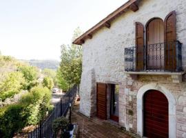 Authentic Villa Surrounded by Nature, hotel en Terni