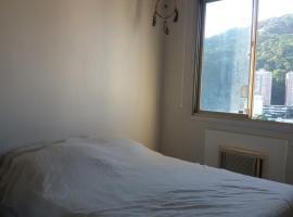 Quarto em um apartamento grande na Gávea, hotel v destinaci Rio de Janeiro