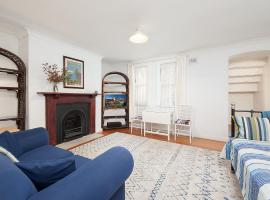 Charming Centrally Located 2 Bedroom Accommodation, apartment in Sydney