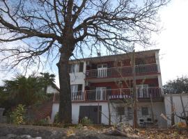 Apartments Toni, hotel in Njivice