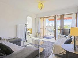 Bright and cosy flat with terrace in front of Biarritz racetrack - Welkeys, hôtel à Biarritz