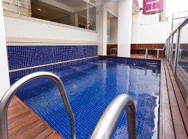 Tropikalya Gold Hotel, hotel with pools in Balneário Camboriú