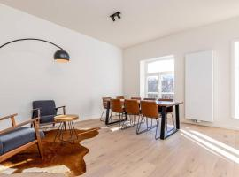 Bright and modern townhouse downtown Leuven, apartment in Leuven