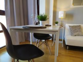 Apartamentos Pirra - Aeropuerto Ifema, hotel with pools in Madrid