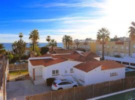 VILLA LUNA Beach Premium 9PAX, vacation home in Torre de Benagalbón