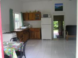 Moves Rasta Cottage, villa in Negril