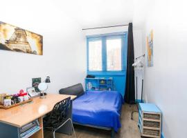 Clear room in 90m2 apartment Center Paris, Le Marais for solo travelers, homestay in Paris