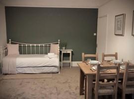 Colchester Villas - Spacious, Inviting & Central, hotel in Truro