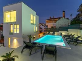 Villa Amazing View, hotel with pools in Trogir