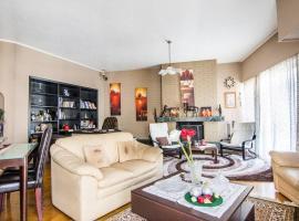 Classy 2 bedroom apartment in Nea Smyrni, hotel in Athens