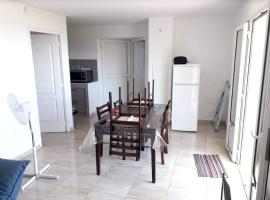 Apartment with one bedroom in Saint-Denis, with wonderful sea view, furnished balcony and WiFi, hotel in Saint-Denis