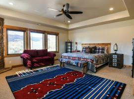 PR 24 - Luxury home with shared pool, hot tub 3 bedroom, villa in Moab