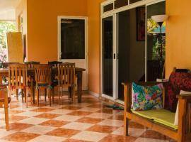 Fare Om, hotel perto de Campo de golfe Moorea Green Pearl, Pihaena