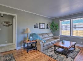 Rapid City Retreat, Walk to Canyon Lake Park!, vacation rental in Rapid City