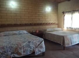 OYO Hostal Campestre Los Adobes, hotel en Taxco de Alarcón