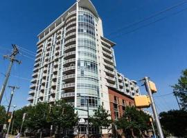 Beautiful Uptown Condo in the City Center, apartment in Charlotte