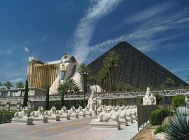 Luxor Hotel & Casino by Suiteness, hotel in Las Vegas