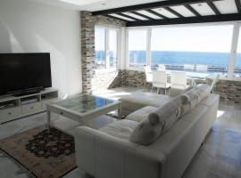 Luxury Puerto Banus Penthouse With Parking & WI-FI, luxury hotel in Marbella