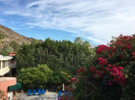 GetAways at Palm Springs Tennis Club, apartment in Palm Springs