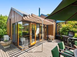 Kopanga Tree House - Havelock Holiday Home, hotel in Havelock North