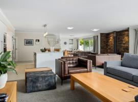 Maison de Maude - Lake Hawea Holiday Home, accommodation in Lake Hawea