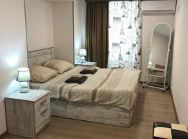 Le Petit, вариант проживания в семье в Тбилиси