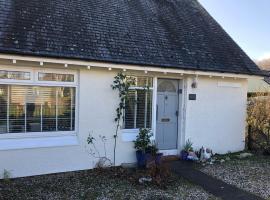 Granny's Cottage, villa in Luss