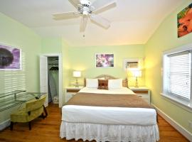 Banana's Foster Guesthouse, holiday home in Key West
