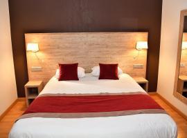 Hotel du Bowling de Millau, hotel in Millau