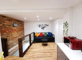 Self contained flat with 5 sleeps & a travel cot, entertainment room, kids play area, apartment in Bournemouth