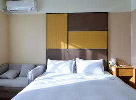 Orange Hotel Select (Chongqing Guanyin Bridge Long Lake Xinyi Street), hotel in Chongqing