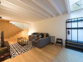 LovelyStay - Modern triplex with AC near beach, metro & fish market, hotel in Matosinhos