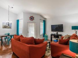 Gorgeous condo, 2 bedrooms, 2 baths, with pool, minutes to Clearwater Beach, vacation rental in Clearwater