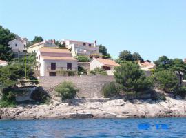 Apartments and rooms by the sea Puntinak, Brac - 12255, beach hotel in Selca