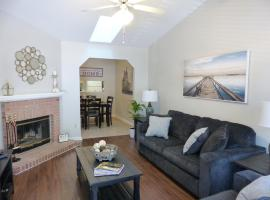 Entire - Newly furnished Townhouse Near EVERYTHING!, vacation rental in Tallahassee