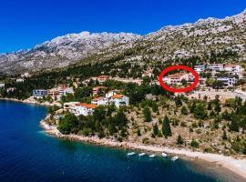 Apartments by the sea Starigrad, Paklenica - 16421, hotel in Starigrad-Paklenica