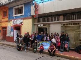 Candi´s House, hotel in Puno