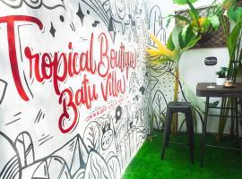 Tropical Boutique Batu Villa, Near Museum Angkut, family hotel in Batu