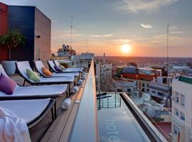 Hotel Indigo Madrid - Gran Via, an IHG Hotel, hotel cerca de Palacio Real de Madrid, Madrid