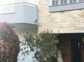 Bou-El's Condo near aiport, hotel in Markopoulo