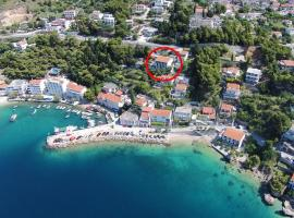 Apartments by the sea Mimice, Omis - 18148, hotel in Mimice