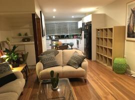 Chevron Luxury Pad, pet-friendly hotel in Gold Coast