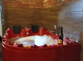 Cracow Jacuzzi Apartments - Red Room, hotel in Krakow