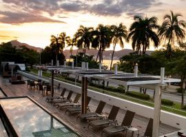 Ramada by Wyndham Acapulco Hotel & Suites, hôtel à Acapulco