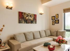 Hostie Evanya - luxury 2BR apt near Golf Course Road, accessible hotel in Gurgaon