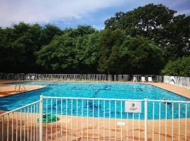 Appartement sousplex résidence Saint-Tropez, piscine, pet-friendly hotel in Saint-Tropez