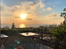 La Terrazzina sul tramonto, hotel in zona Santa Maria al Monte Church, Ischia